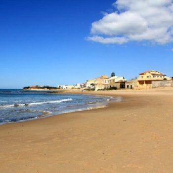 La spiaggia del villaggio Casuzze